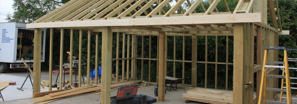 <strong>Timber Framed Construction</strong><br />We have a wealth of experience in creating builds from the usual to the extraordinary. Whether it&#8217;s an oak framed structure or a basic games room.